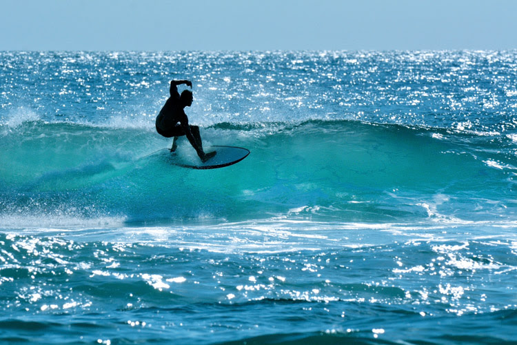 Surfing: a lifestyle, a religion, an addiction | Photo: Shutterstock