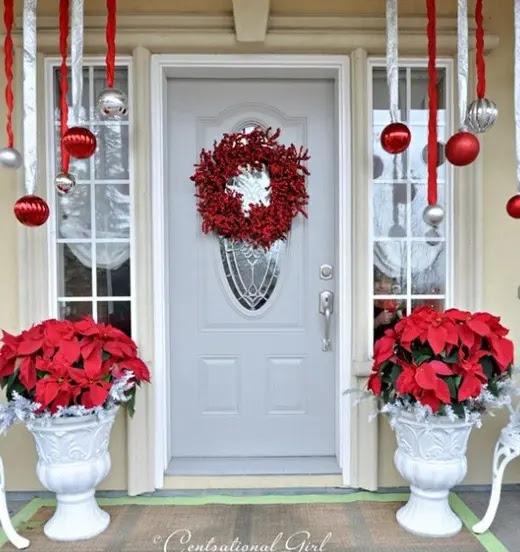 38 Cool Christmas Porch Décor Ideas - 16 - Pelfind