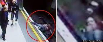 Un hombre muere tras ser empujado a las vías del metro en Nueva York, es el segundo en un mes