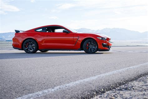 ford mustang shelby gt sports car model details