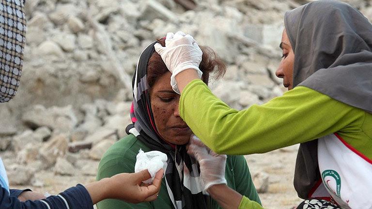 Al menos 30 muertos y cientos de heridos en un terremoto en el sur de Irán