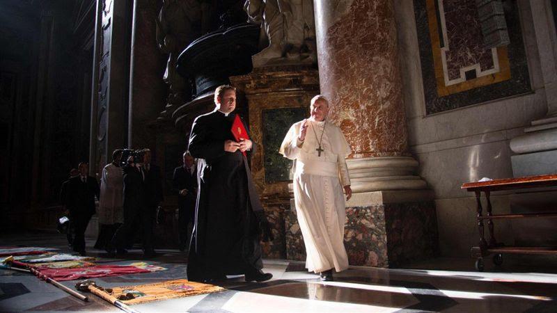 Revuelta de cardenales desafía autoridad del papa Francisco