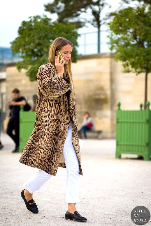 How To Wear Animal Print Coat Leopard Jacket Fall Street Style Inspiration Jennifer Neyt White Jeans Gucci Loafers Effortless Outfit Le Fashion Blog