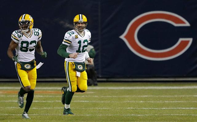 Packers to wear home green jerseys at Soldier Field vs. Bears