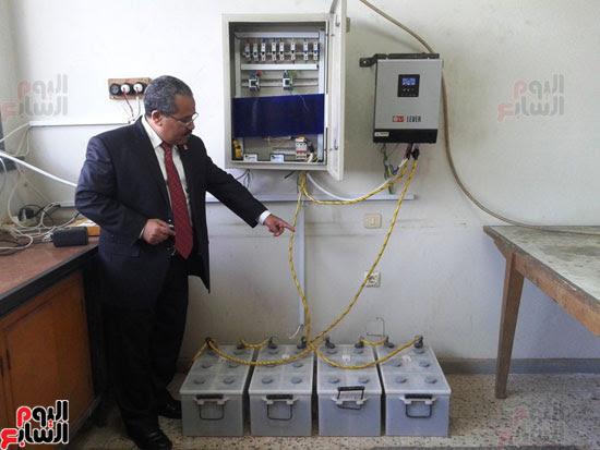 جامعة أسيوط تطبق الخلايا الشمسية المتحركة على أقسام كلية العلوم  (1)