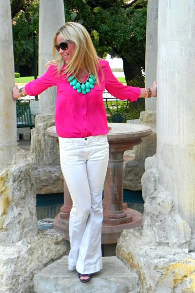 Must find a pink button down ASAP! So chic!