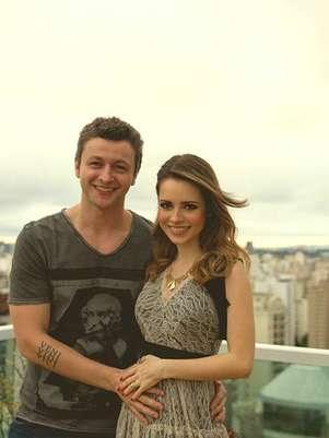 Sandy publicou uma foto ao lado do marido, Lucas Lima Foto: Facebook/Reprodução