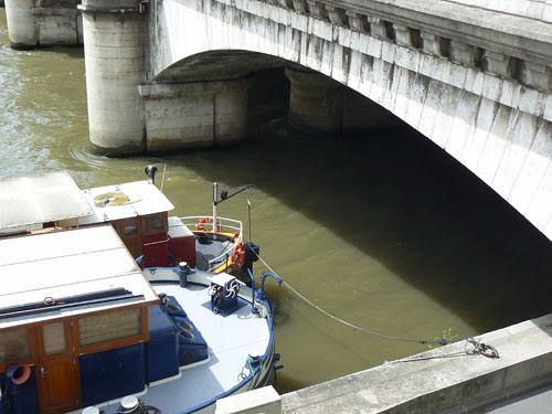 premier contact avec la Seine.jpg