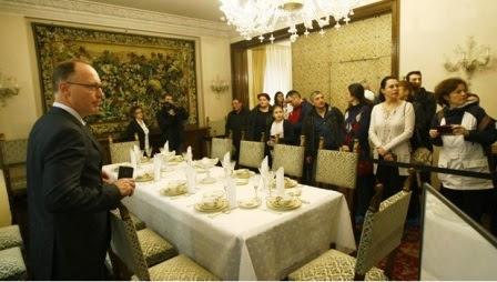 """Rumani mở cửa lâu đài """"Ác Quỷ"""" của nhà độc tài Ceausescu"""