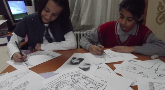 Uşaklı öğrencilerden 3 Dilde Boyama Kitabı Ile Ilgili Haberler