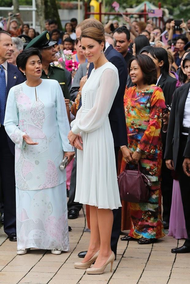 Vestindo a grife indiana Beulah e apoiando as vitímas de abuso sexual do país (Foto: Getty Images )