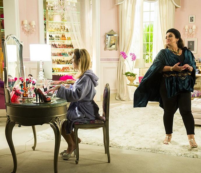 Fedora conta sempre o apoio da mãe, Teodora, em suas loucuras mais extravagantes (Foto: João Miguel Jr/Globo)