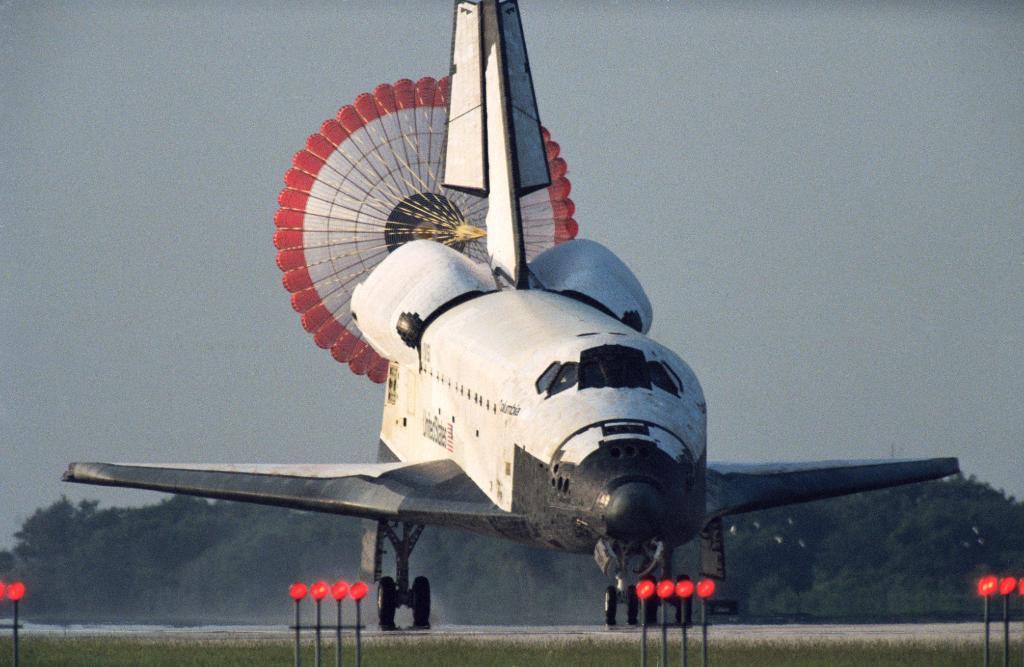 Jul09-1992-STS50landing