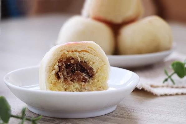 原價500     全系列產品均為純素,不含蛋奶製品 獨門祕方香菇製成噴香內餡 與招牌綠豆餡在口中創造出鹹甜多層次美味