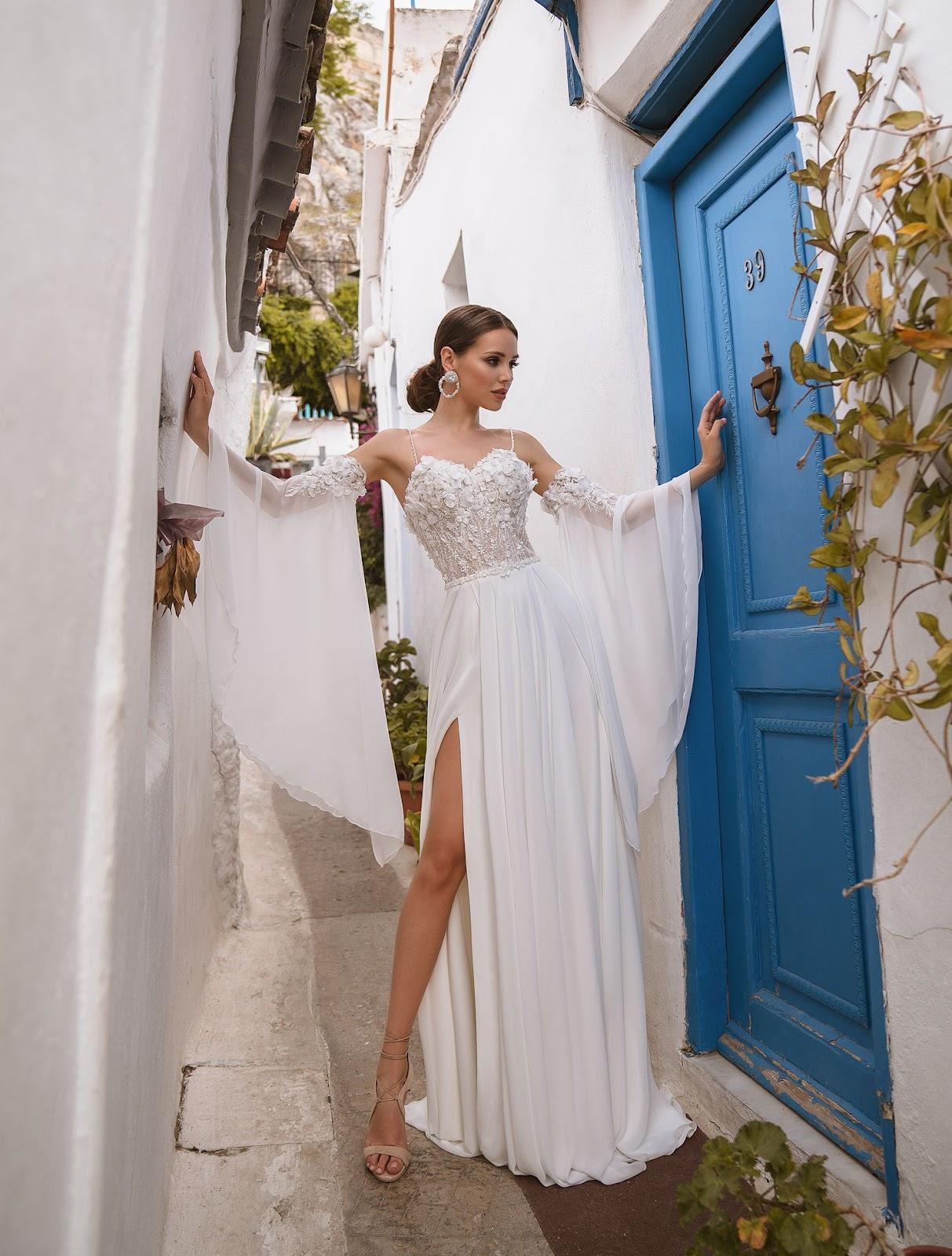весільна сукня з розрізом