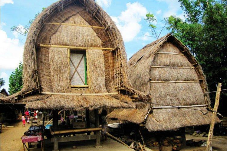 Desain Rumah Adat Suku Sasak Lombok yang Tahan Gempa | Parenting ...