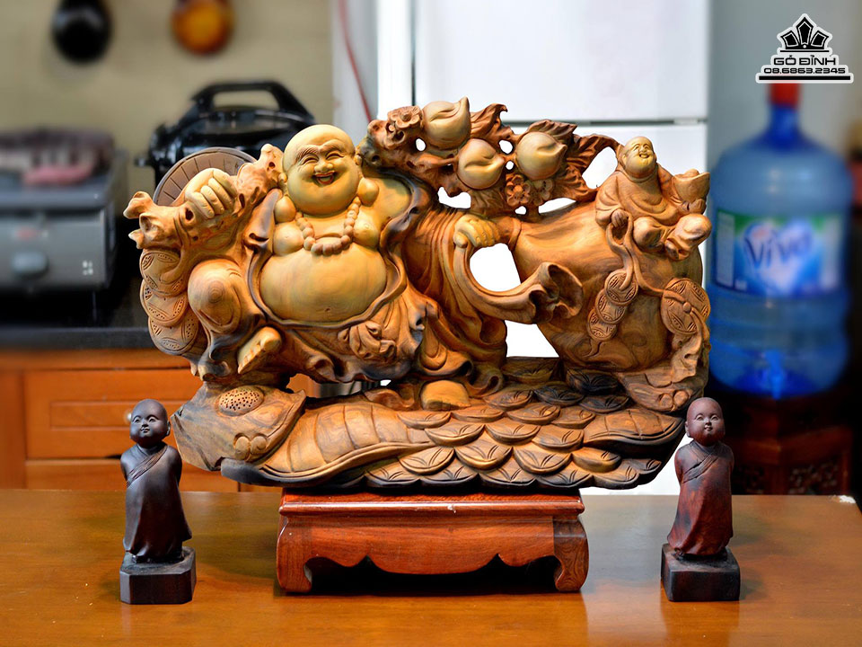 Phật Di Lặc kéo bao tiền gỗ Bách Xanh