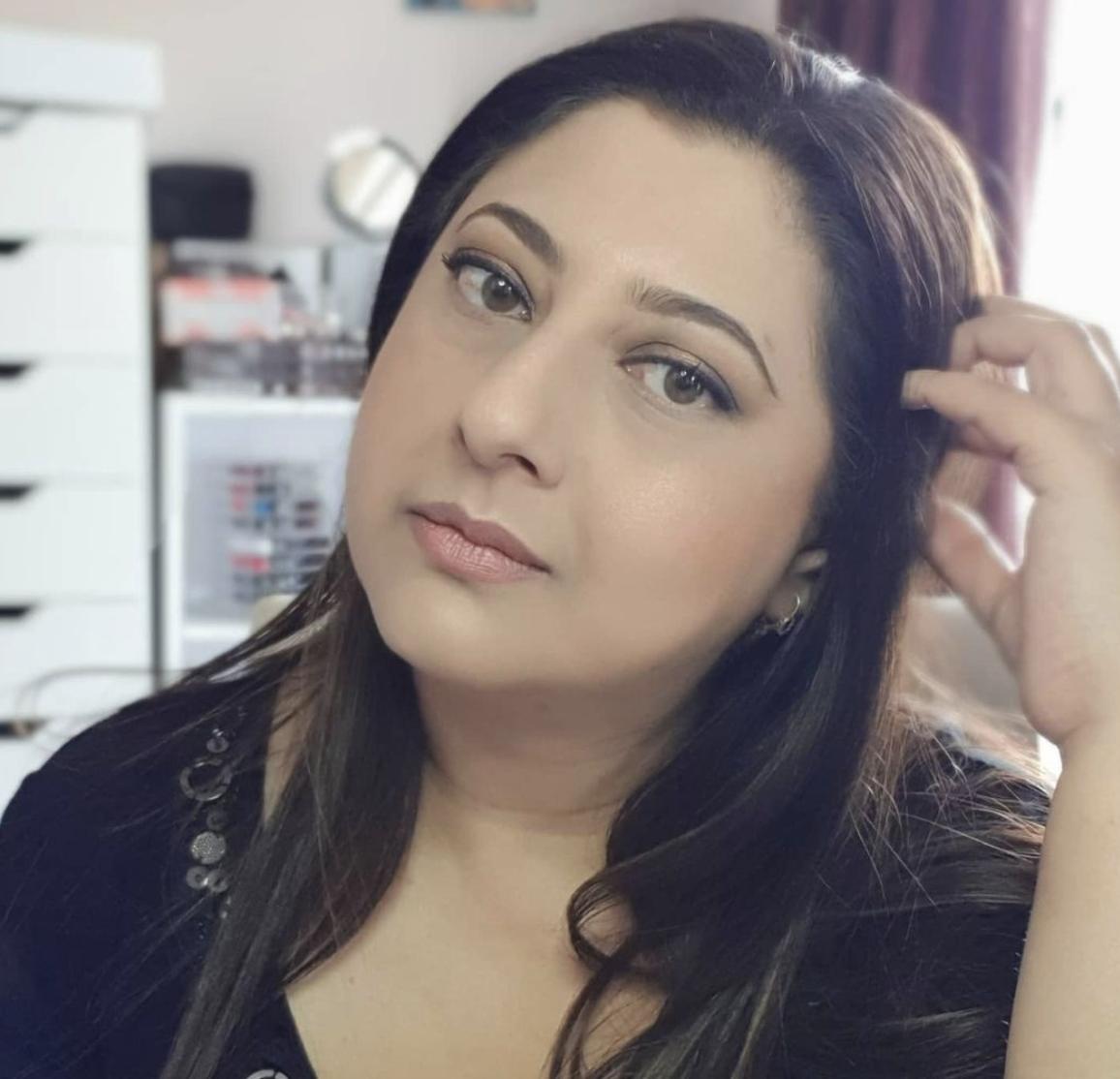 Aarthi Maharaj | Female Makeup Influencer