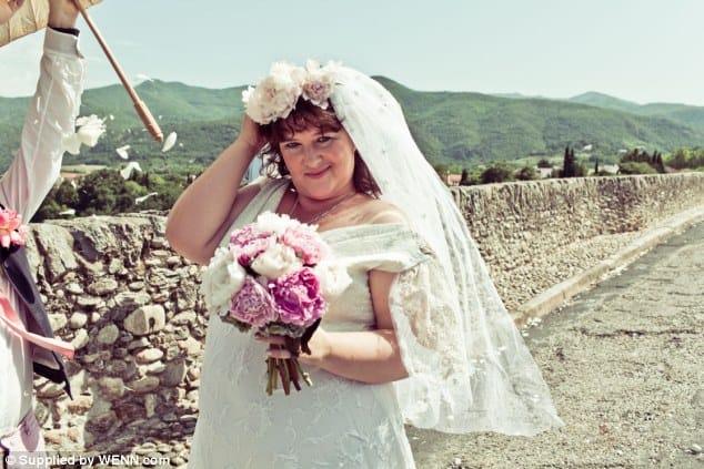 Una chica se casa con un puente