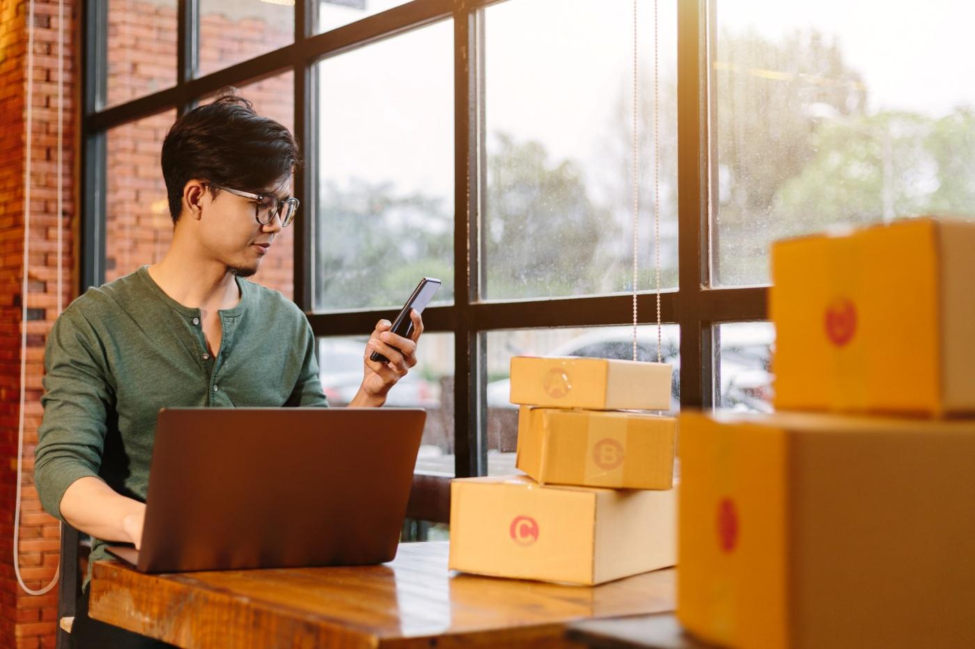 Ter um loja virtual integrada ao Melhor Envio facilita ainda mais a vida do empreendedor na gestão logística da empresa. (Foto: FreePik)