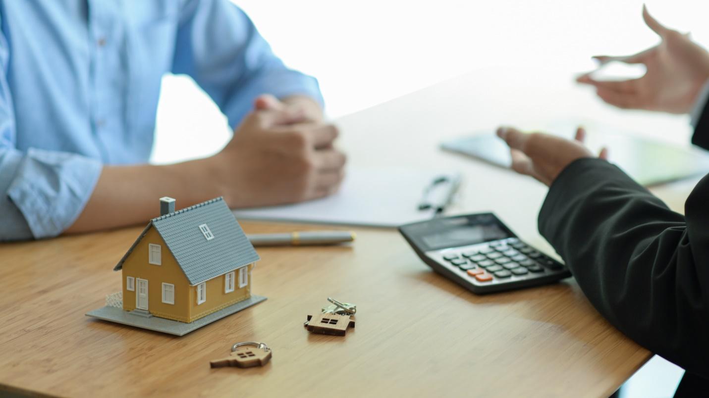 C:\Users\ABDULLAH-PC\Downloads\insurance-brokers-are-introducing-real-estate-insu-WJM5JWP.jpg