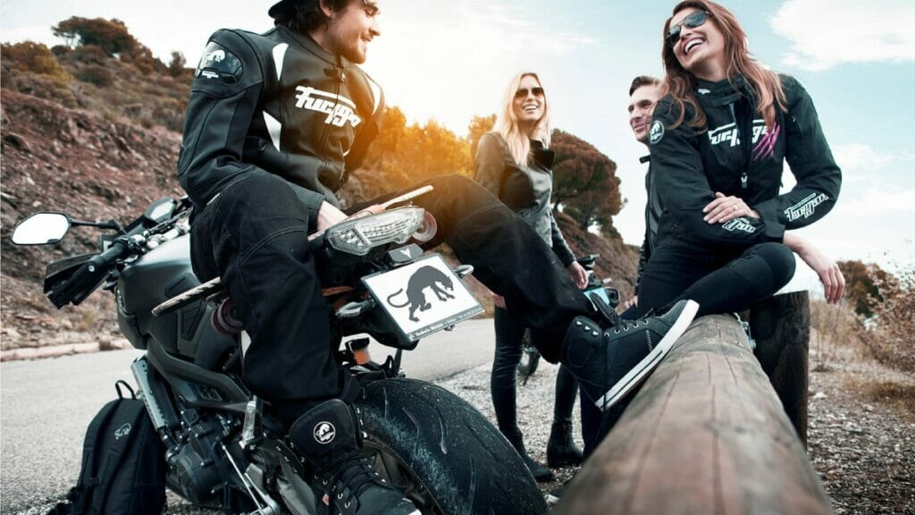 Quần áo bảo hộ với Biker là những bộ trang phục cool ngầu