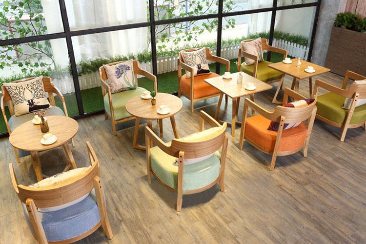 Sofa cafe với những màu sắc tươi sáng