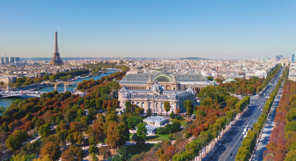 Paris deverá ser mais verde e sustentável até 2030. Estacionamentos subterrâneos podem contribuir para essa transformação. (Fonte: Shutterstock)