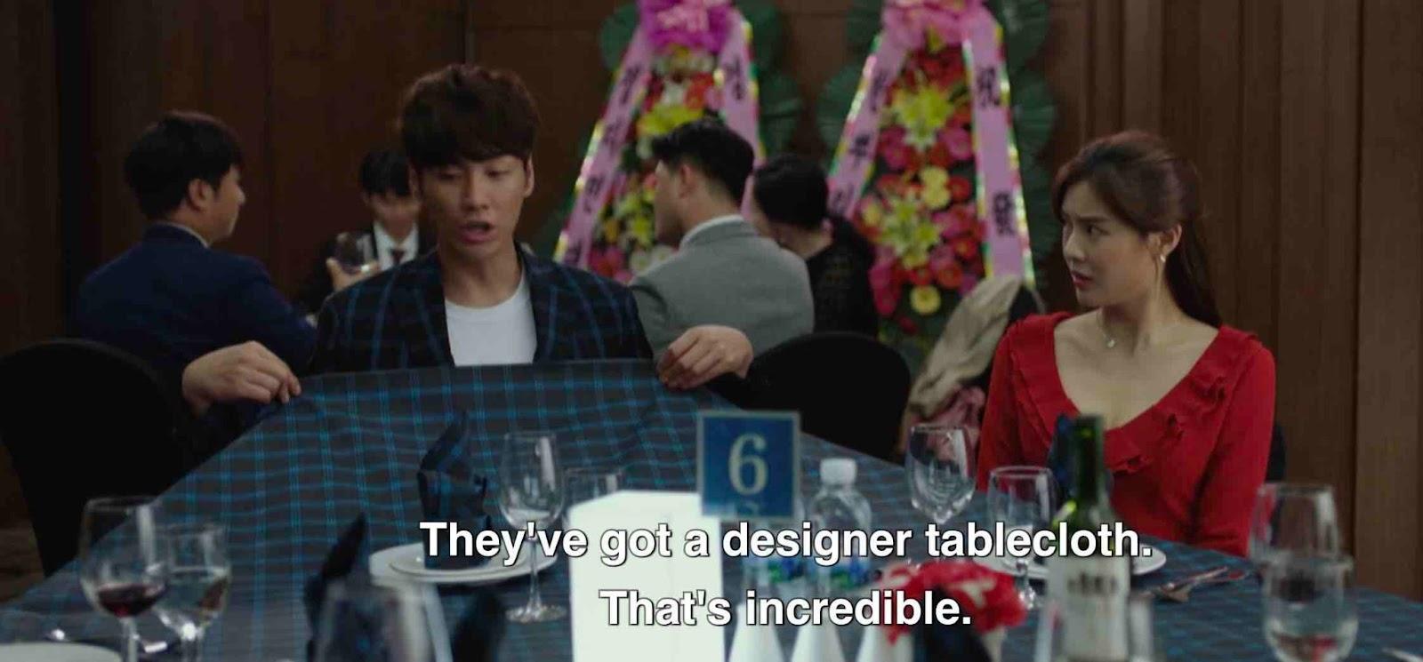 Kim Young Kwang dan Lee Sun Bin, baju dengan motif sama dengan taplak meja di Mission Possible