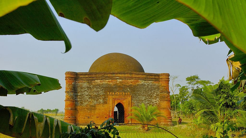 ষাটগম্বুজ মসজিদের পার্শ্ববর্তী চুনাখোলা মসজিদ।