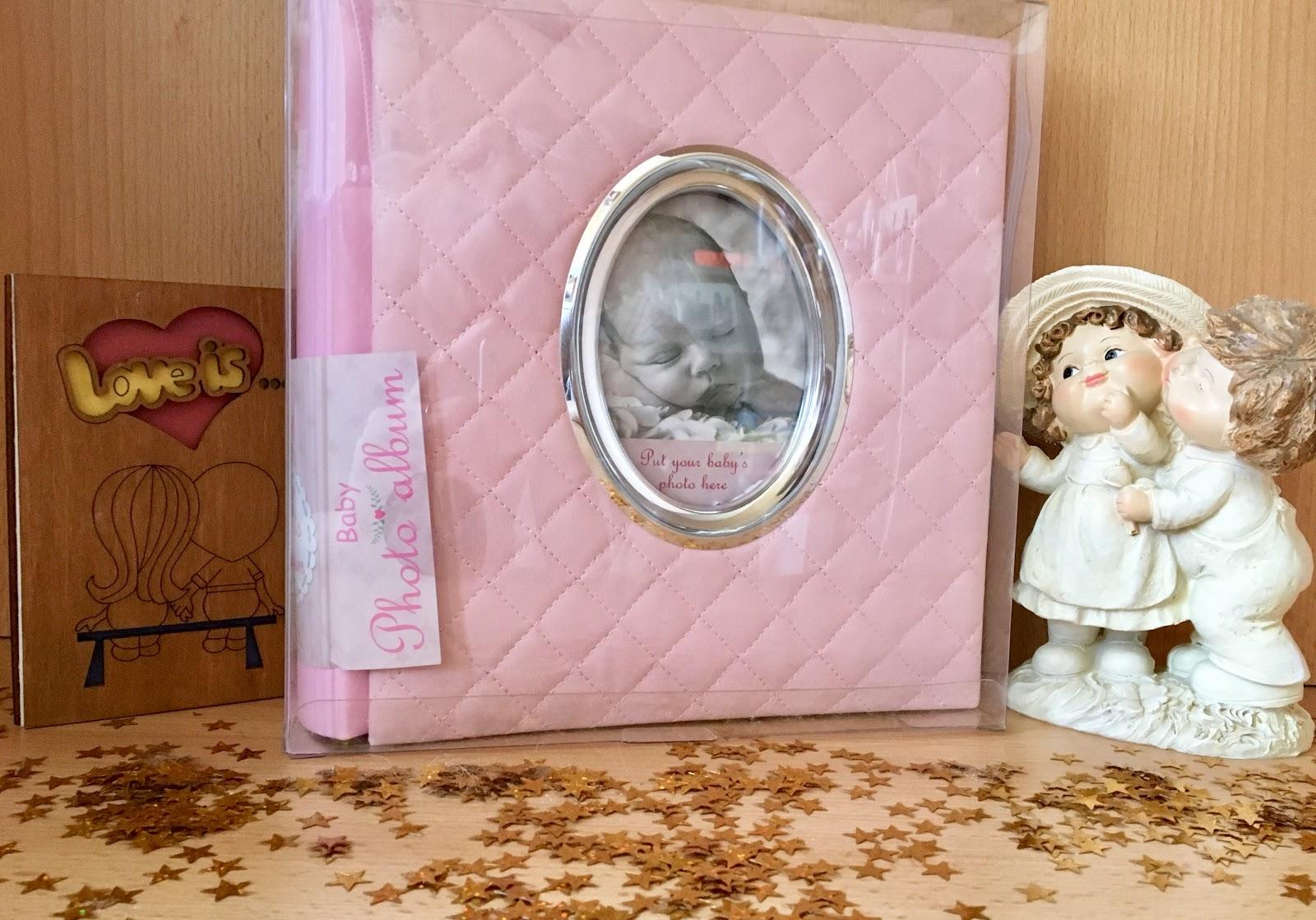 Фотоальбом поставляется в подарочной коробке