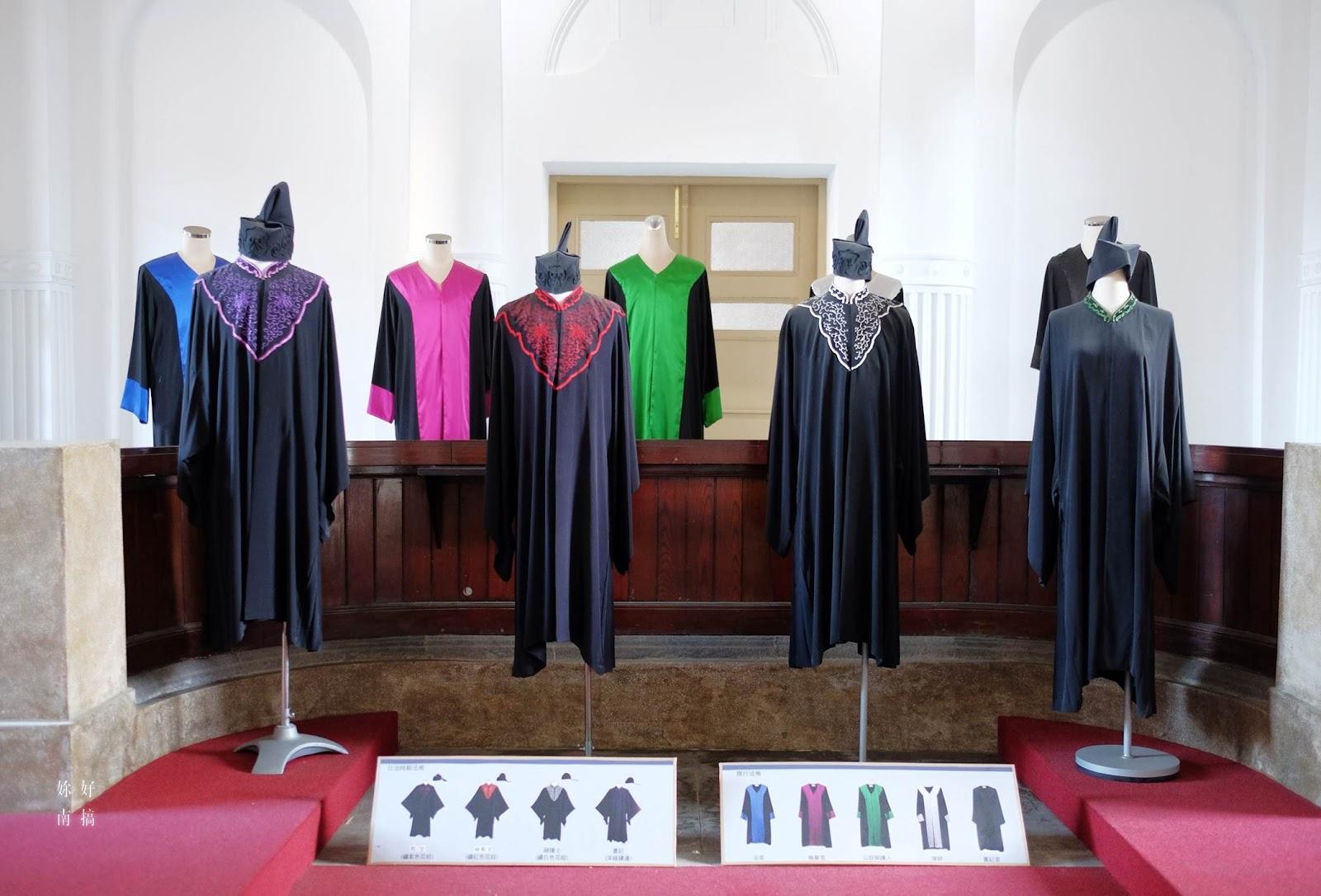 法庭內也有展示各種時代的法袍