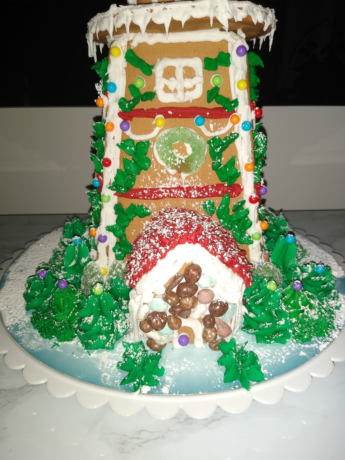 gingerbread hedge