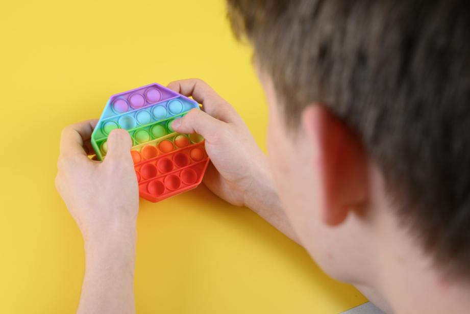 resolvendo problemas matemáticos com fidget toys