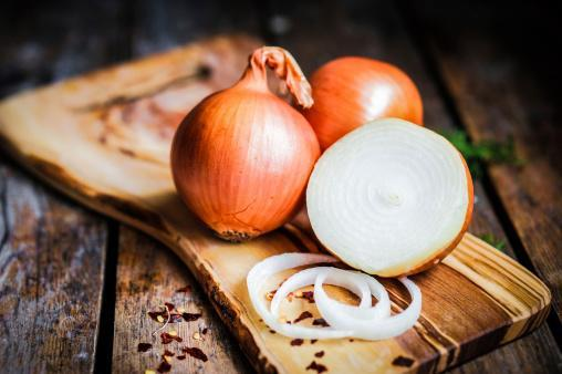 https://media.istockphoto.com/photos/golden-onions-on-rustic-wooden-background-picture-id480134211?b=1&k=6&m=480134211&s=170667a&w=0&h=LcoC3IvfSkosZAq60SKYXRls5gdtUNYtmS_Pwo5anbg=