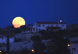 Iluze velikosti Měsíce.jpg
