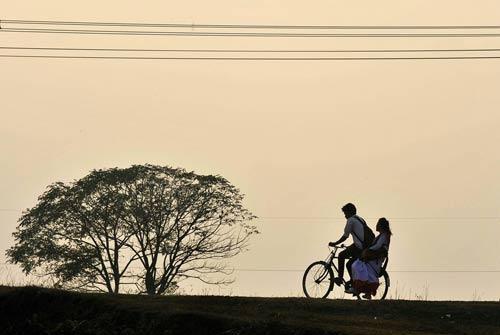 Kết quả hình ảnh cho xe đạp tình yêu học trò