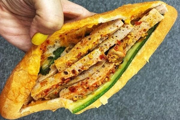 Bánh mì Đà Nẵng ngập tràn chả vốn là thương hiệu của ông Tý