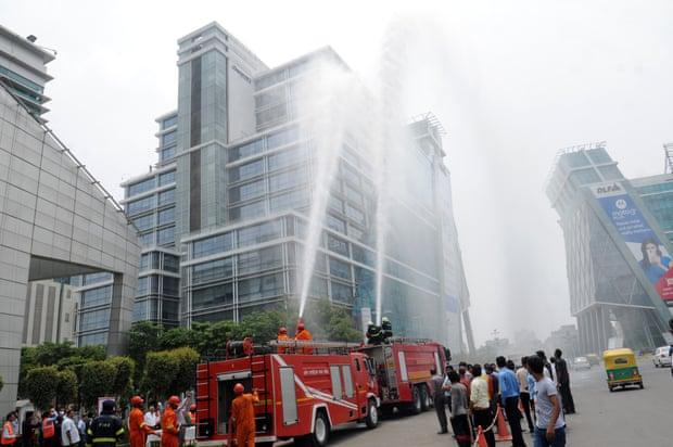 Até o corpo de bombeiros é mantido por empresas em Gurgaon (Fonte: The Guardian/Reprodução)