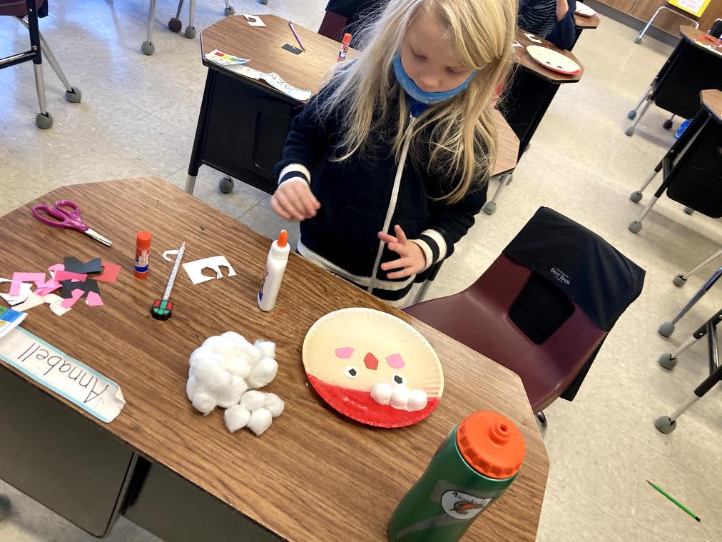 Students make decoration for Florence Health Services