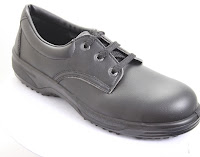 black breathable safety shoe made in Albania to EU standards