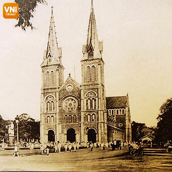 NOTRE DAME CATHEDRAL- THE SOLEMN ARCHITECTURE IN THE HEART OF SAIGON-1