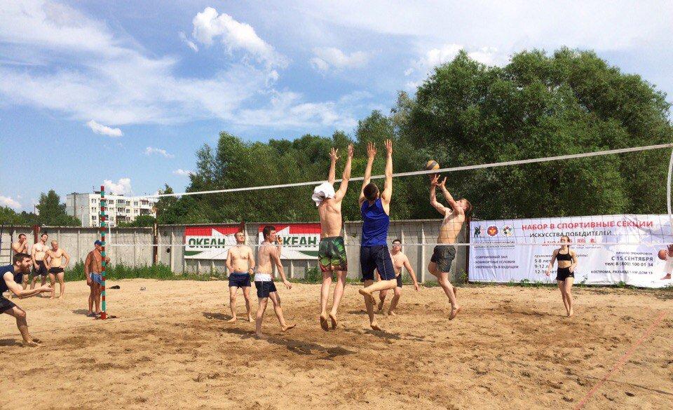 Игра в волейбол на территории ДП Океан