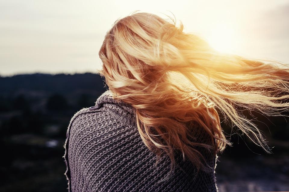 女の子, 髪, 発泡, 金髪, 女性, 尻, 戻る, 風, 日没, だけで, 見, バンドル, 占い