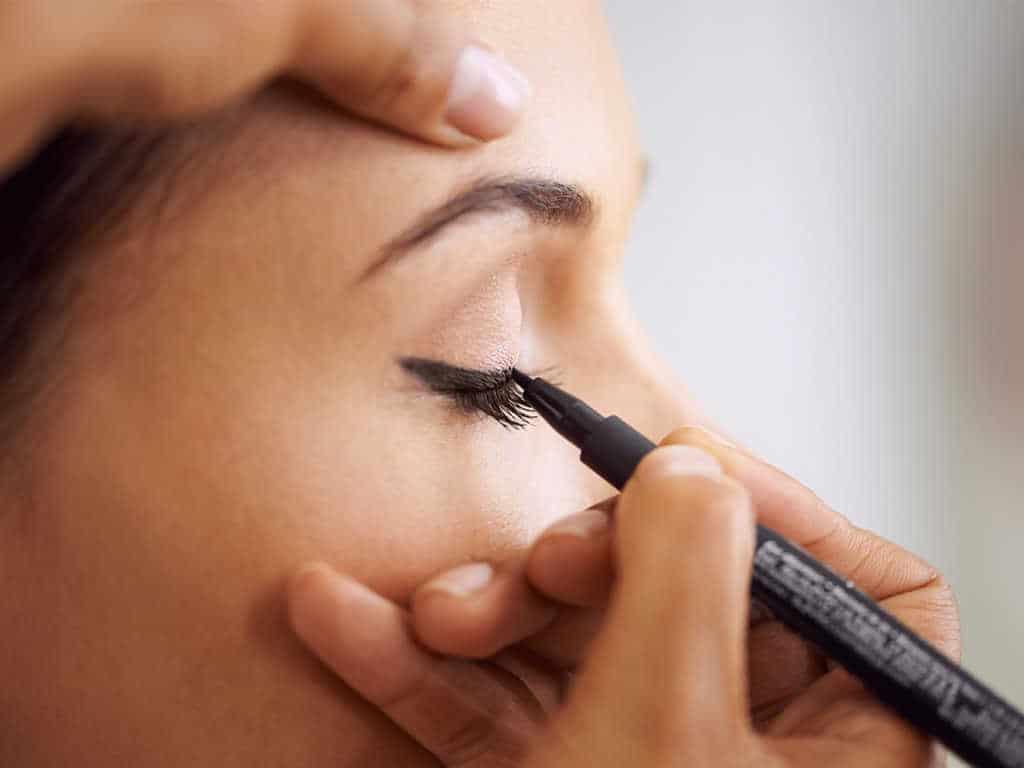 manfaat eyeliner waterproof