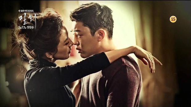 5 kiểu ngoại tình sôi máu trong phim Hàn, tức nhất là màn cà khịa bà cả của bản sao Song Hye Kyo ở Thế Giới Hôn Nhân - Ảnh 20.