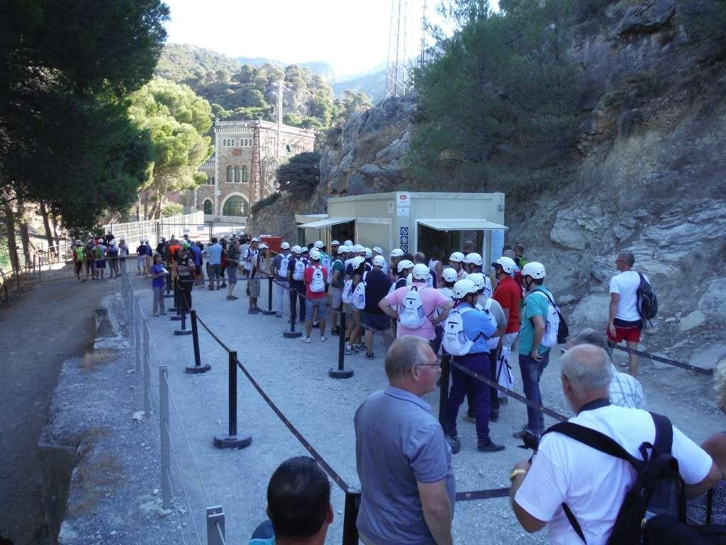 na 30 minuten lopen komen we bij de ingang, kaartjescontrole