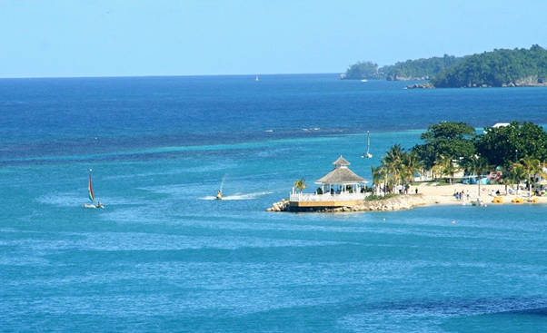 Why Vacationers Choose Villas Over Hotels in Jamaica