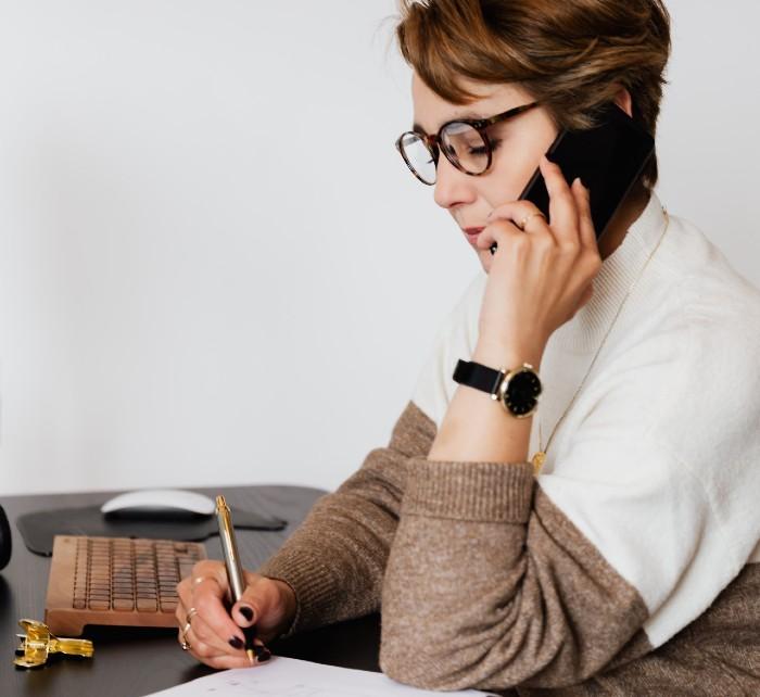 Contacta a los morosos por teléfono para recordarles su deuda
