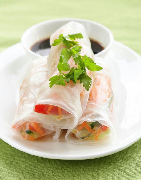 Rijstpapier met groenten zijn een heerlijke gezonde lunch.